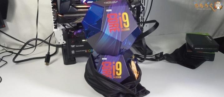 Core i9 9900Kが2個