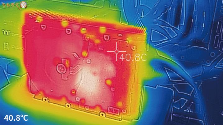 DC HC310(4TB)の表面温度(サーモグラフィー)