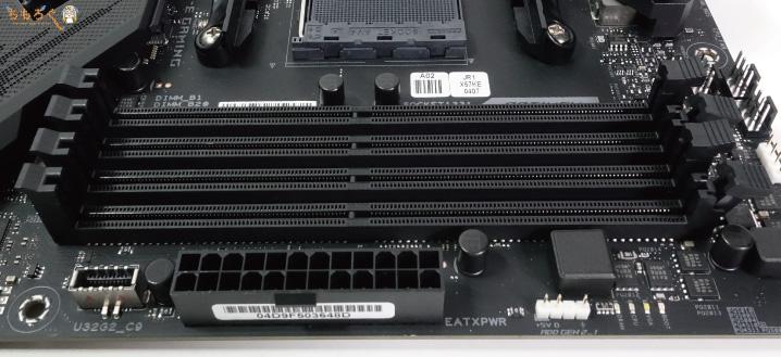 ROG STRIX X570-E GAMINGのメモリスロット