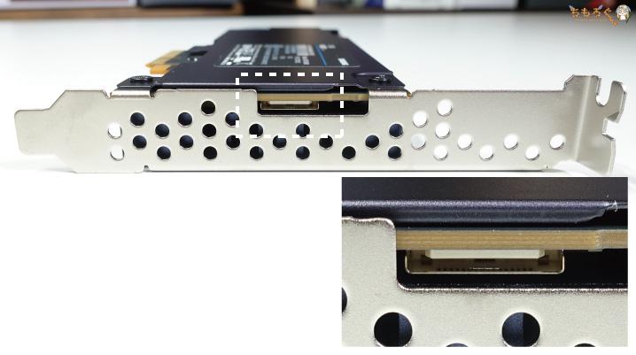 Samsung 983 ZET(謎のコネクタ)