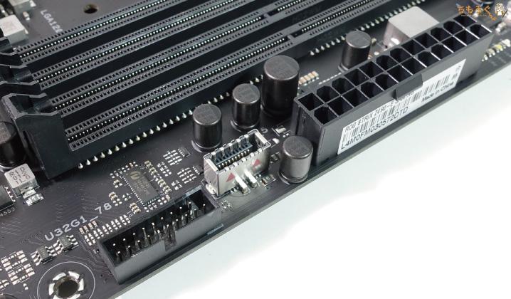 ASUS ROG STRIX Z490-E GAMINGをレビュー:インターフェイス類