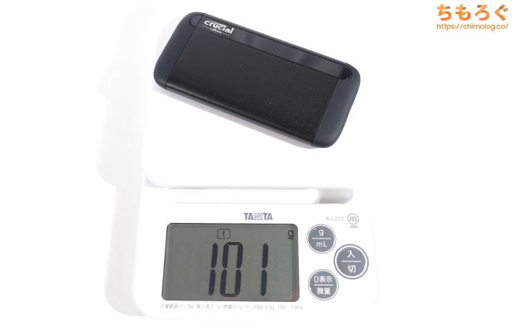 Crucial X8の重量を測定